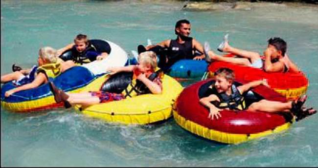 Sıcaktan bunalan rafting ile serinledi
