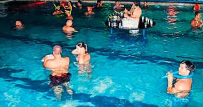 Eğlenceler artık havuzda yapılıyor