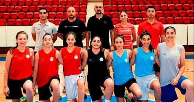 Adana ASKİ Spor geleceğe oynuyor