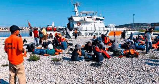 Tacirler ölüme terk etti sahil güvenlik kurtardı