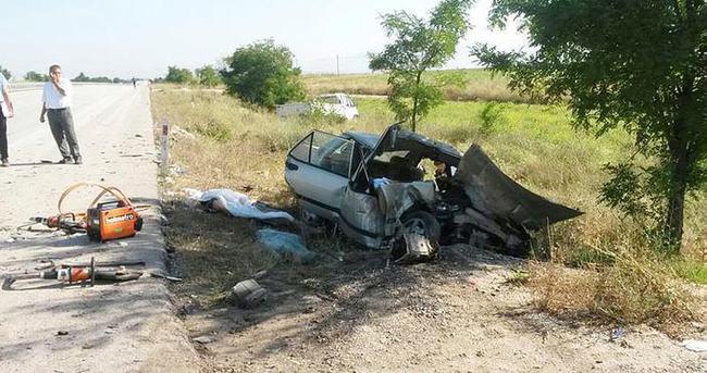 Otomobil kamyonete arkadan çarptı: 3 ölü, 1 yaralı