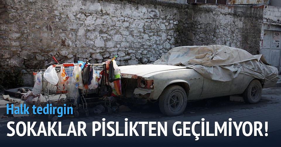 İzmir sokakları pislikten geçilmiyor!