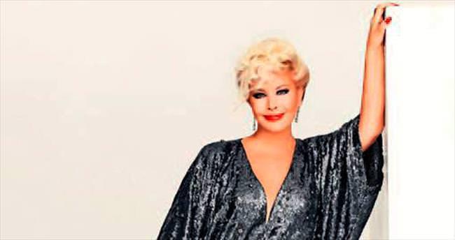 İzmir konseri için 50 bin liraya kıyafet diktirdi