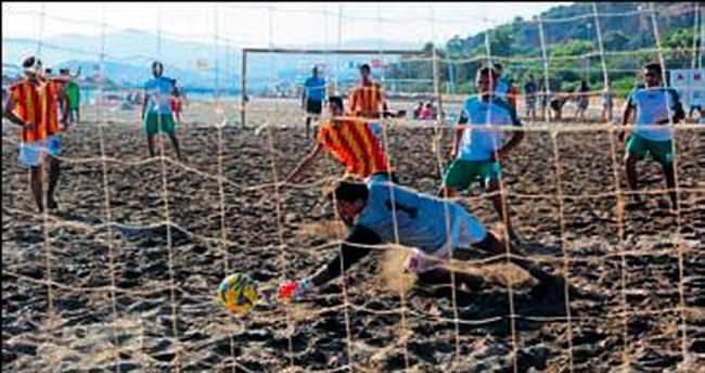 Gümüldür'de plaj futbolu şöleni