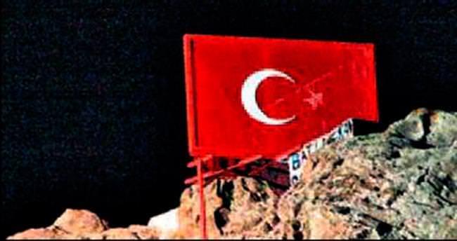 Türk bayrağının yıldızını söktüler