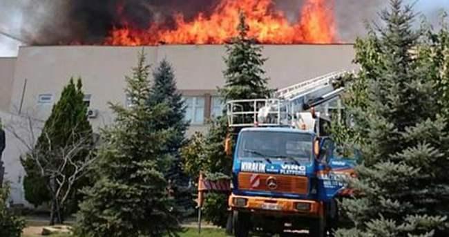 Üniversite binasında yangın