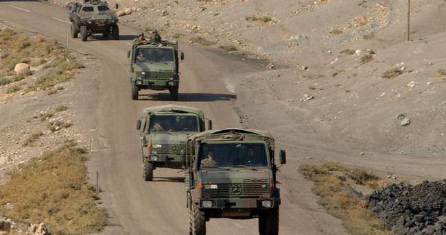 Askeri aracın geçişi sırasında mayın patladı