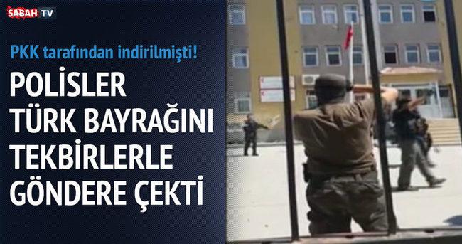 Polisler Türk bayrağını tekbirlerle göndere çekti