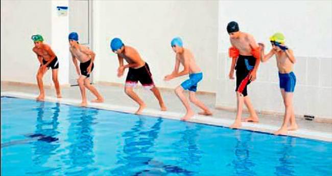 Altındağ gençleri yüzmeyi seviyor
