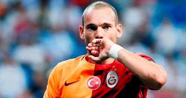 Ramos'tan Sneijder'e: Kalıyor musun?