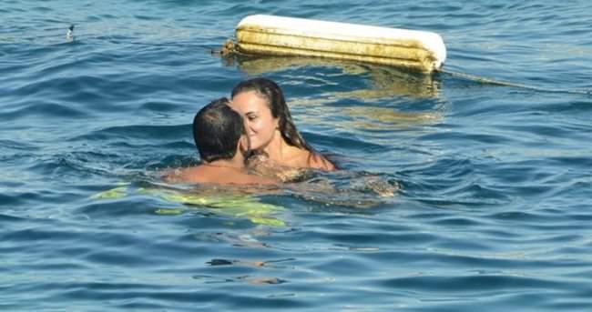 Sarp Apak denizde aşka geldi