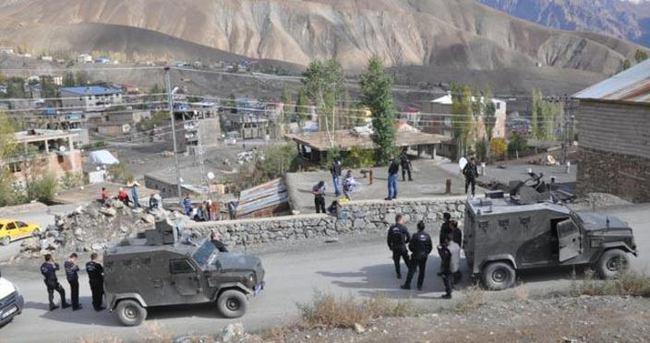 Polise uzun namlulu silahlarla saldırı