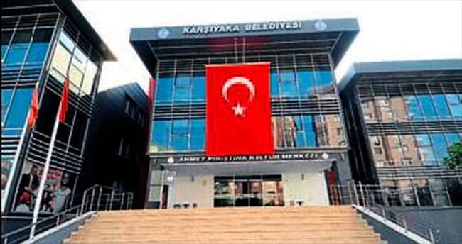 Karşıyaka'da teröre Türk bayraklı tepki