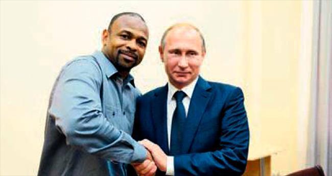 Putin, ABD'li boksöre pasaport sözü verdi