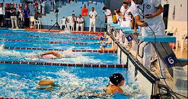 Yüzmede Antalya üstünlüğü