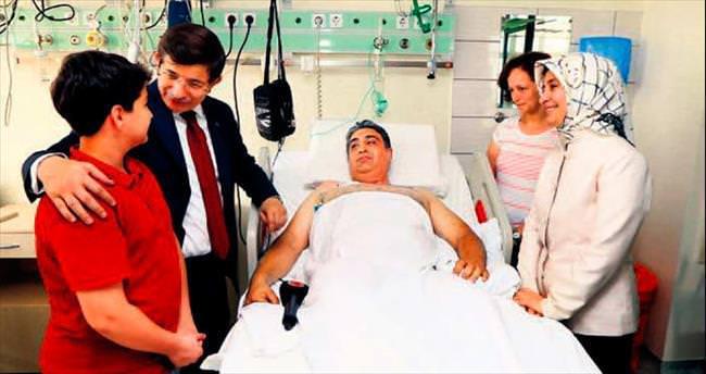 Davutoğlu'ndan gazilere ziyaret
