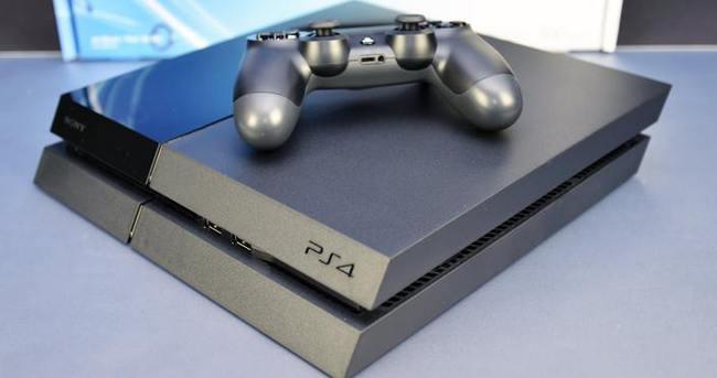 PS4'ü pantolonuna sokarak çalmak isterken yakalandı