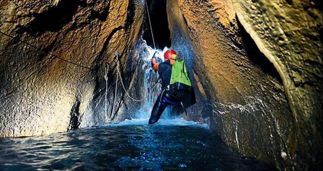 Mağarada zorlu keşif