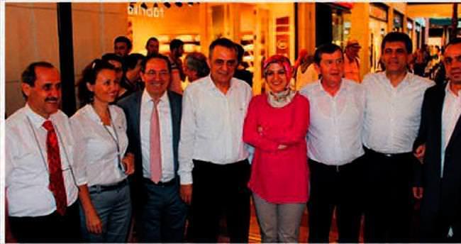 Hükümeti hedef alan sergiyi AK Partililer açtı