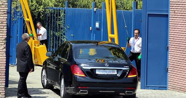 İngiltere'nin Tahran Büyükelçiliği açıldı