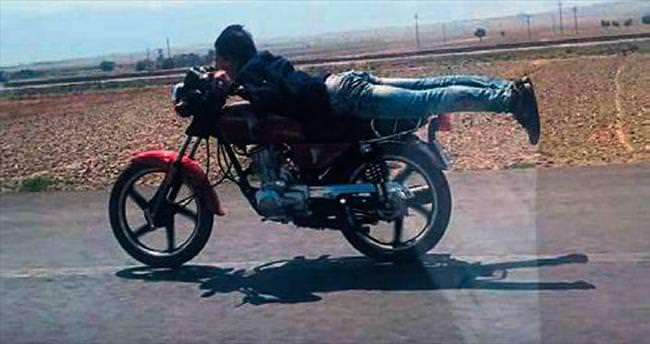 Motosiklette ölüm akrobasisi
