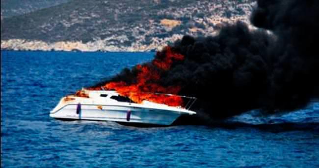 Sürat teknesi alev alev yandı