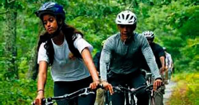 Obamalar tatilde bisiklet turu attı