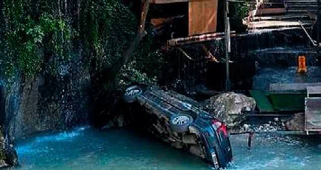 Köprüden geçemedi Karaçay'a gömüldü