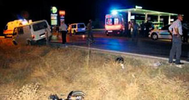 Motosikletle minibüs çarpıştı: 2 yaralı