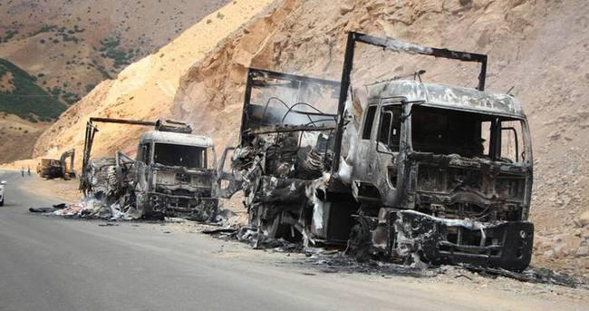 PKK'lılar şantiye basıp 12 iş makinasını ateşe verdi!