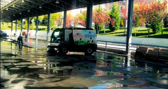 Her gün 2,5 ton su ile sokak temizliği