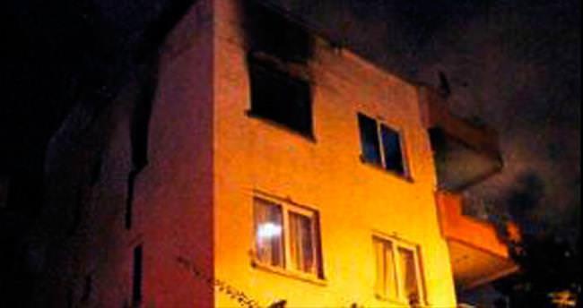 Apartmandaki yangın korkuttu