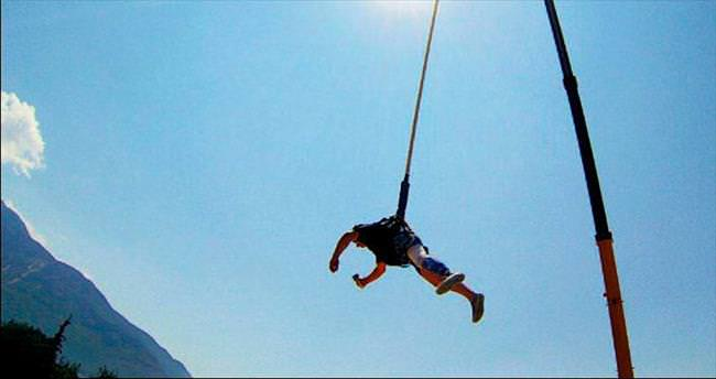 Protez bacakla bungee jumping