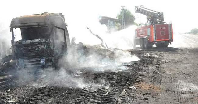 Teröristler 3 tır 1 kamyon yaktı!