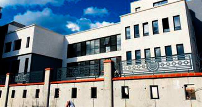 Ermeni cemaati yeni okuluna kavuşuyor