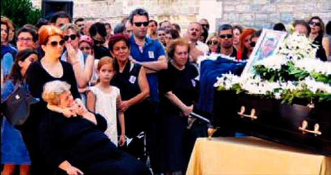 Yunan tarihçi Boğaziçi tişörtü ile uğurlandı