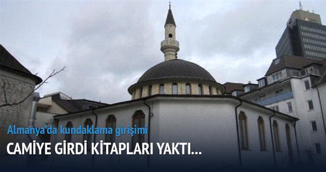 Almanya'da camiye kundaklama girişimi