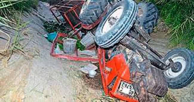 2 traktör devrildi 21 kişi yaralandı