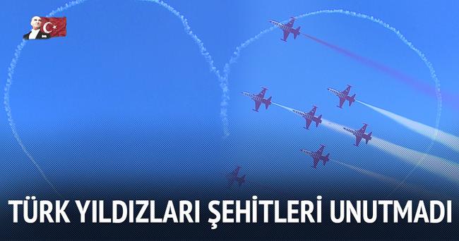 Türk Yıldızlarının gösteri uçuşu nefes kesti