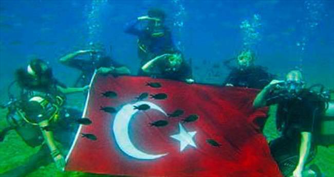 Denizin altında bayram coşkusu