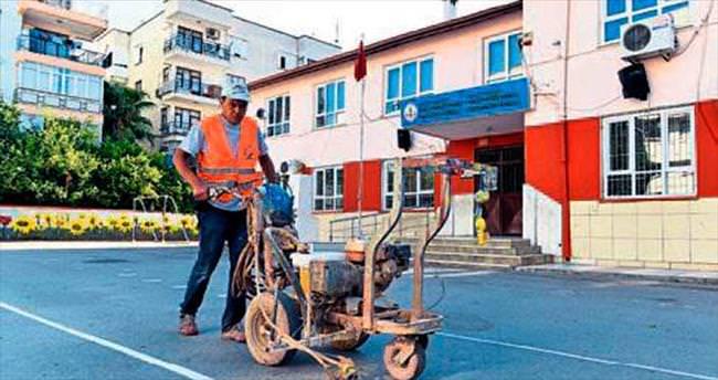 Muratpaşa'dan okullara bakım