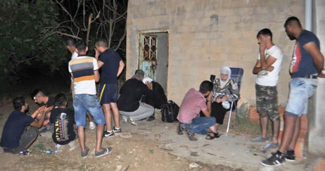 Suriyelileri bekçinin dikkati kurtardı
