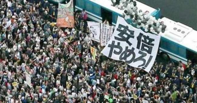 Japonya'da savaş karşıtları sokaklara döküldü