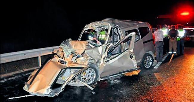 Bornova'da feci kaza: 1'i çocuk 3 ölü