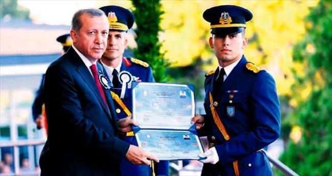 Yeni mezun teğmenlerin diploması Erdoğan'dan