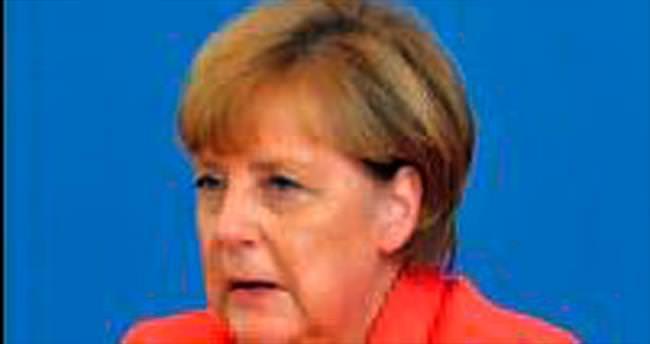 Merkel'den Türkiye'ye sığınmacı övgüsü