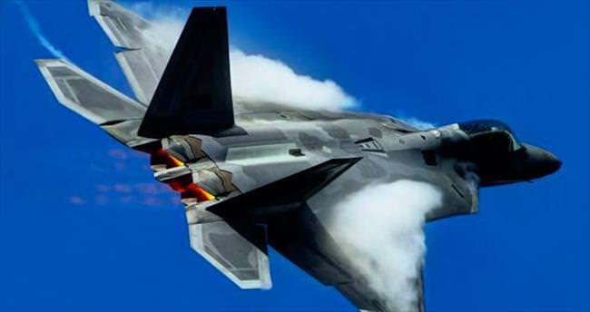 F-22'ler Rusya'ya karşı Avrupa'da