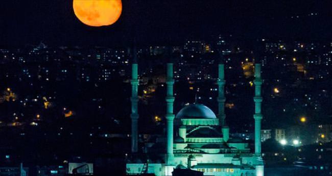 'Süper Ay' güzelliği başkent semalarında