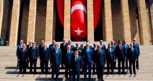 Kabinede Türkeş'e 'baba plakası' jesti