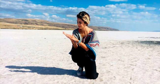 Tuz Gölü'nde peeling yaptı